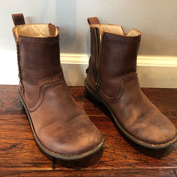 66faaf8f5ab Brown UGG Neevah Winter boots size 6